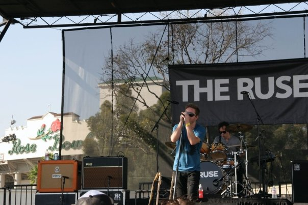 The Ruse frontman, John Dauer wears Inpeloto at The Rose Bowl