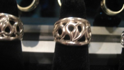 Inpeloto Bella signature ring